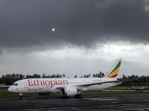 ザンジバル空港に到着したエチオピア航空787機