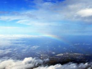 成田着陸直前できれいな虹