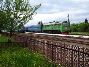 ソロトヴィノ-1駅に停車中の列車