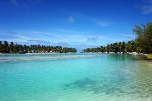 OOTUビーチとラグーンリゾートの間の海