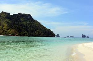 タップ島のきれいなビーチ