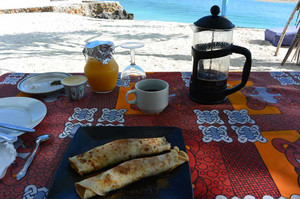 マンゴ入りクレープ・マンゴジュース・コーヒー