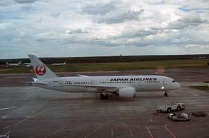ドモジェドボ空港に到着したJAL787機