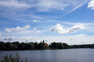 湖越しのネスヴィジ城