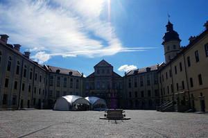 ネスヴィジ城の中庭