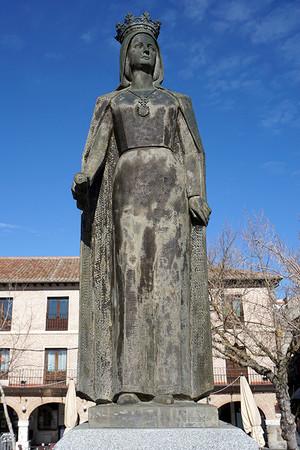 メディナ デル カンポの広場にあるイサベル女王の銅像