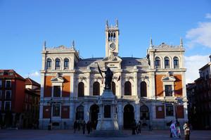 バヤドリードのマヨール広場にある市庁舎