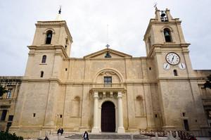 バレッタの大聖堂外観