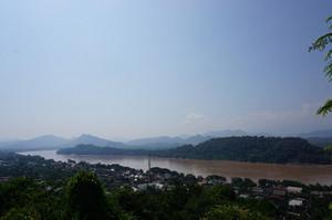 プーシーの丘からメコン川を望む