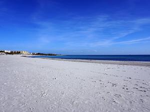 マンスールビーチ